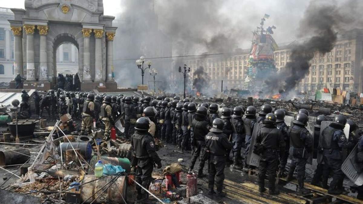 Поліцейського підозрюють у побитті журналістів на Майдані