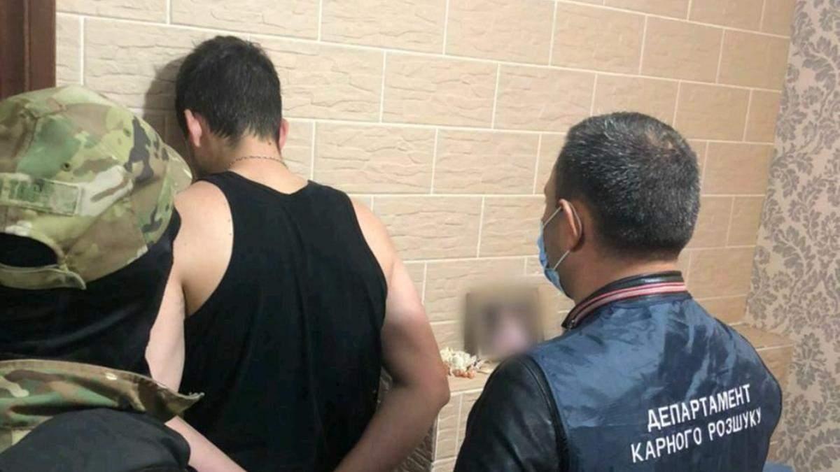 Поліція затримала групу шахраїв на оборудках у 17 мільйонів гривень