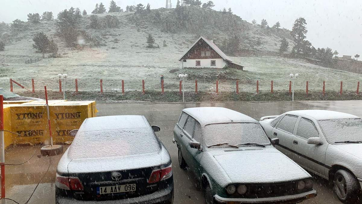 Північ Туреччини у червні 2021 несподівано засипало снігом: фото