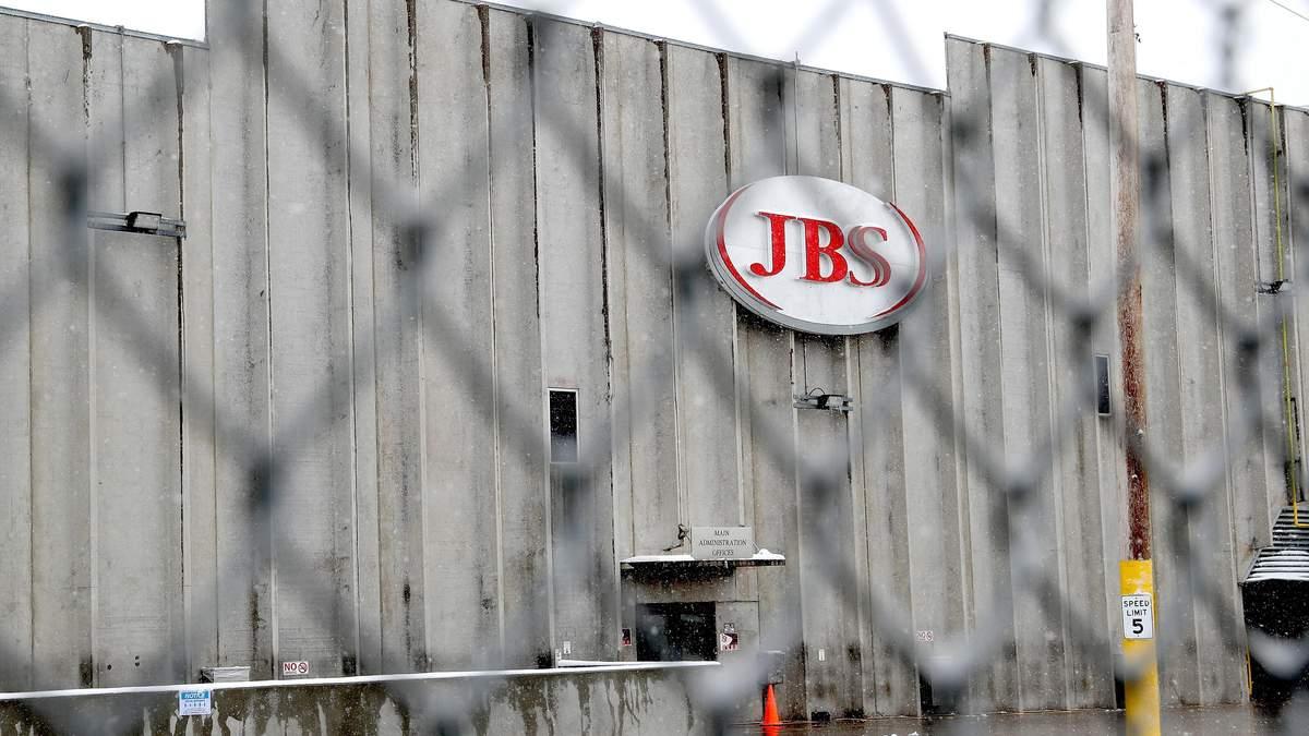 JBS возобновила работу после атаки хакеров из России