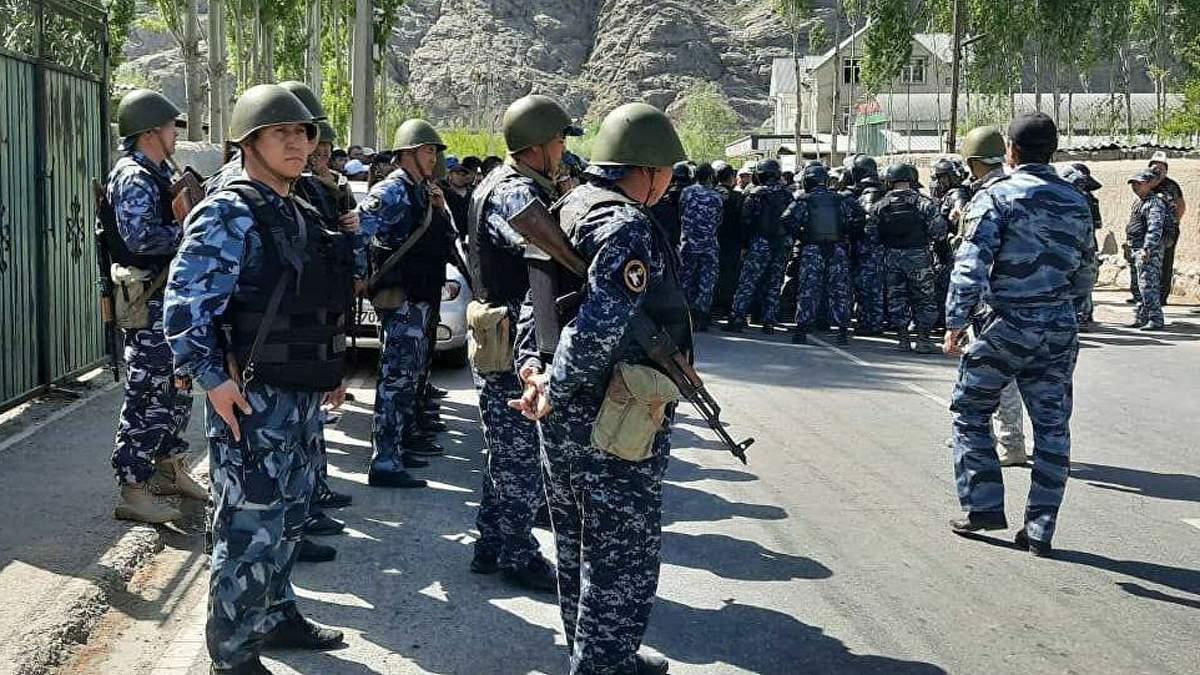 Киргизия заявила о скоплении войск на границе с Таджикистаном