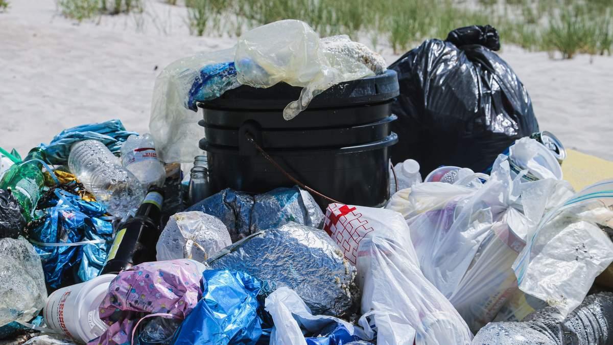 Екоактивіст пояснив, чому важливо відмовитись від пластику