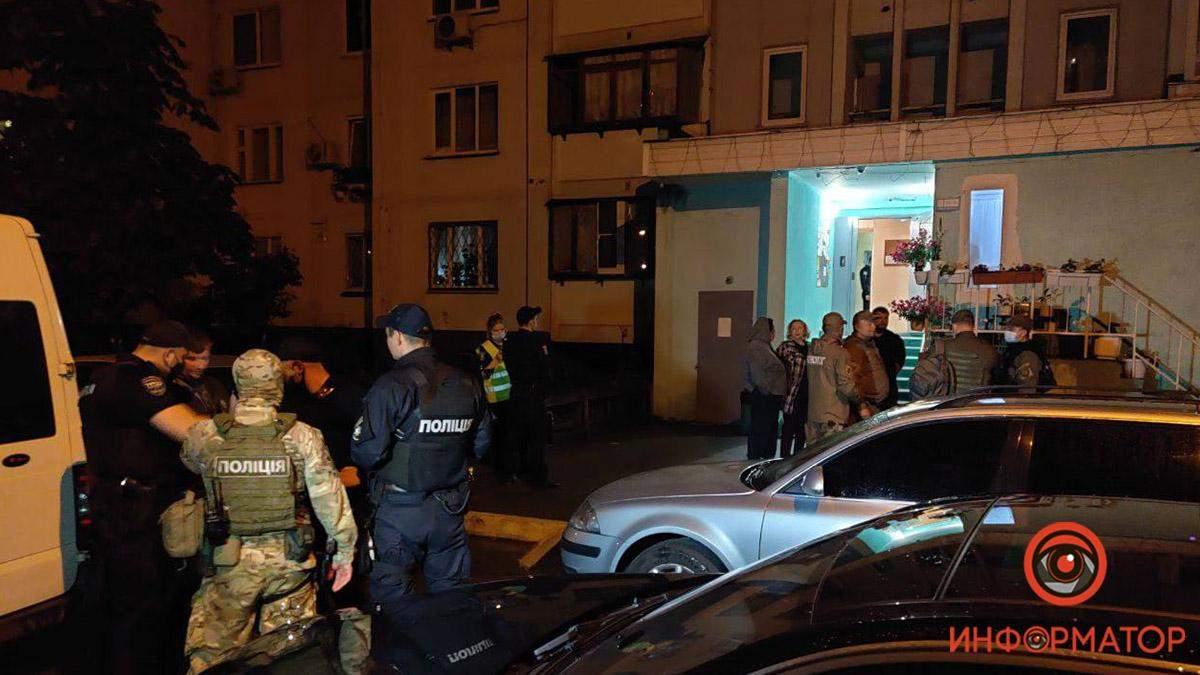 Чоловік взяв у заручники жінку у Києві