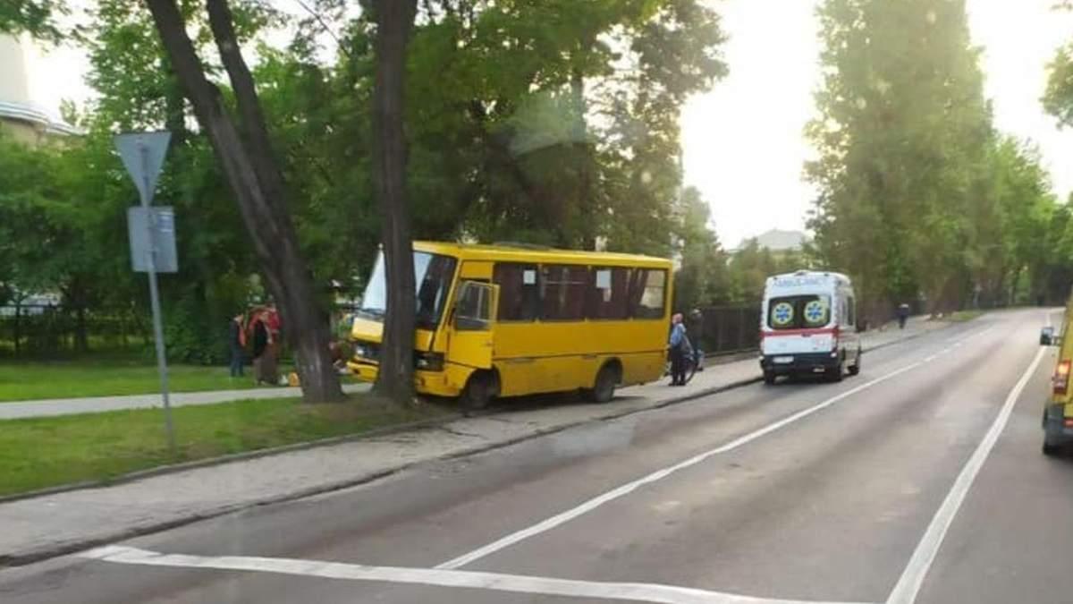 ДТП за участю маршрутки з 5 постраждалими: ЛМР проведе розслідування