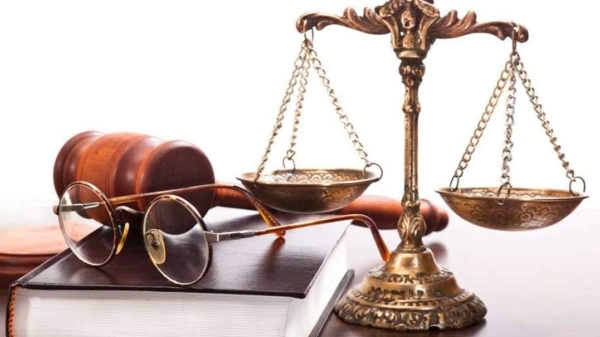 Адвокатам хочуть дозволити купувати й носити травматичну зброю
