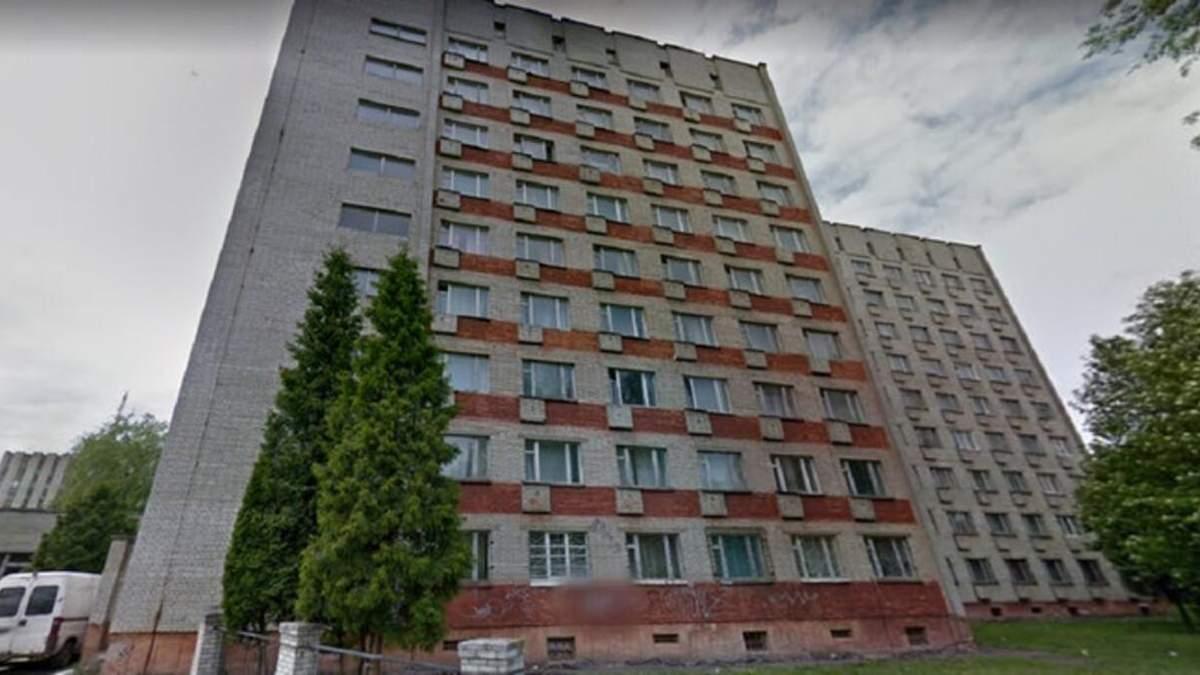 Во Львове из окна 7 этажа студенческого общежития выпала 17-летняя девушка