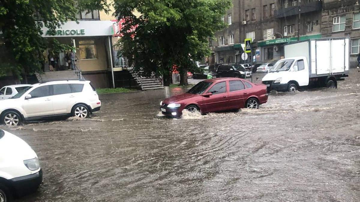 Злива в Харкові 08.06.2021: затопило вулиці та дороги