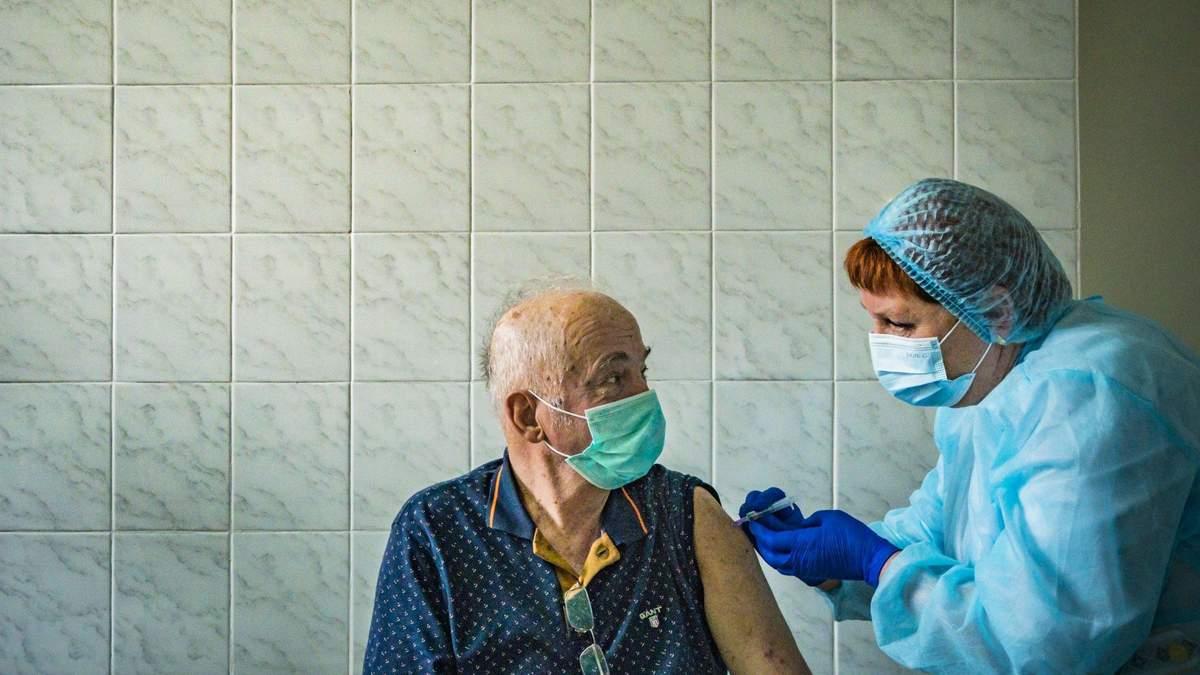 Во Львове планируют обустроить 2 дополнительных центра вакцинации: когда они начнут работать