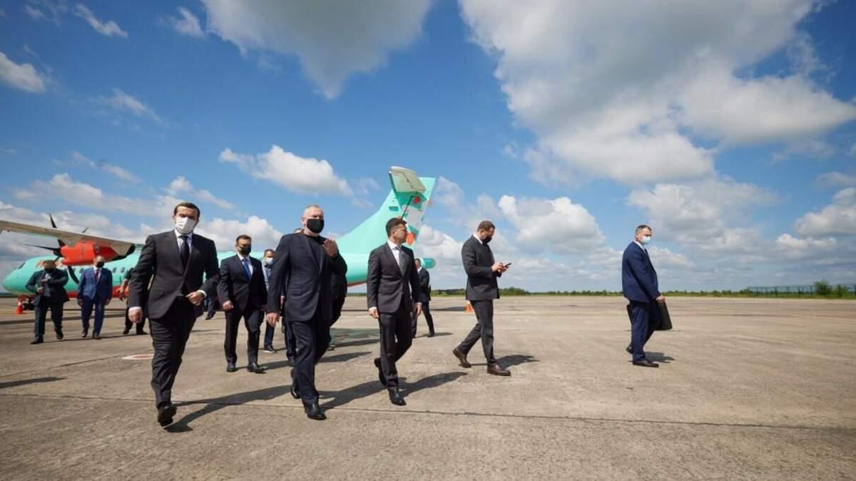 Зеленский прилетел в родной Кривой Рог рейсовым самолетом