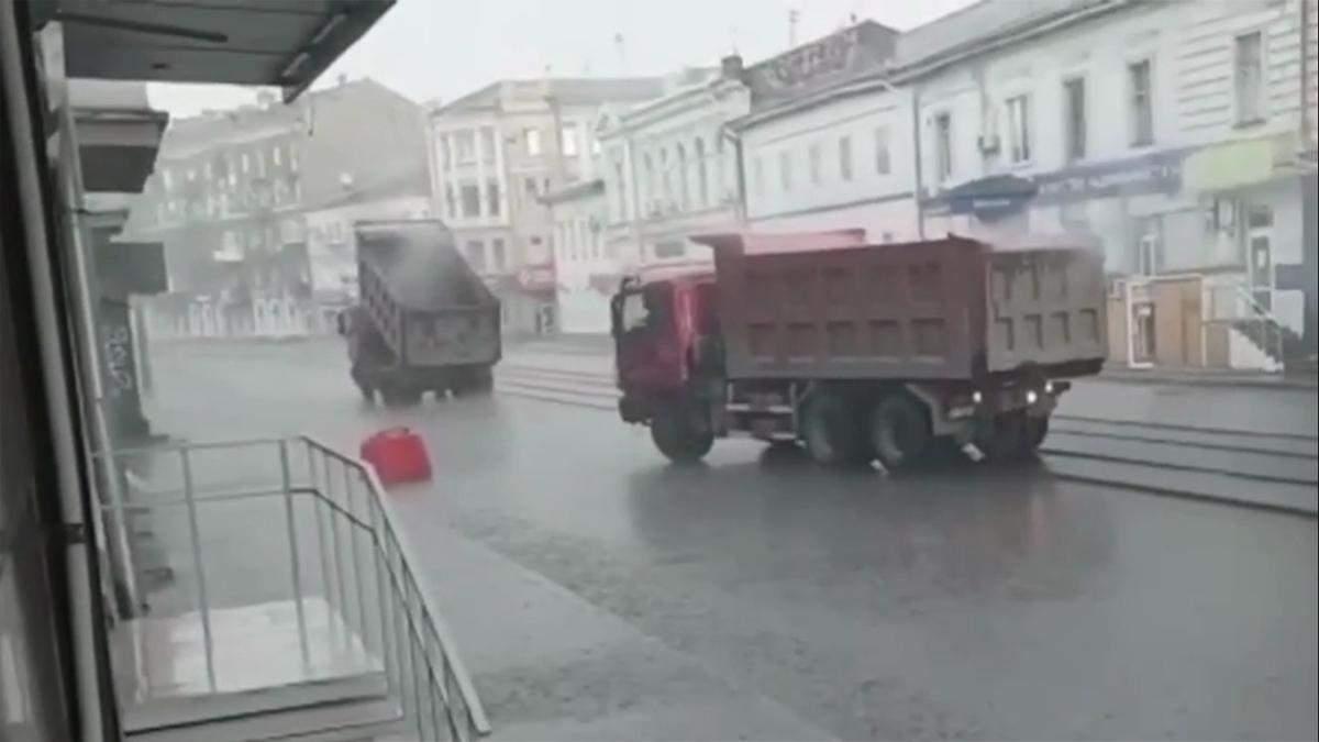 В Харькове делали дорогу под водой: видео, фото