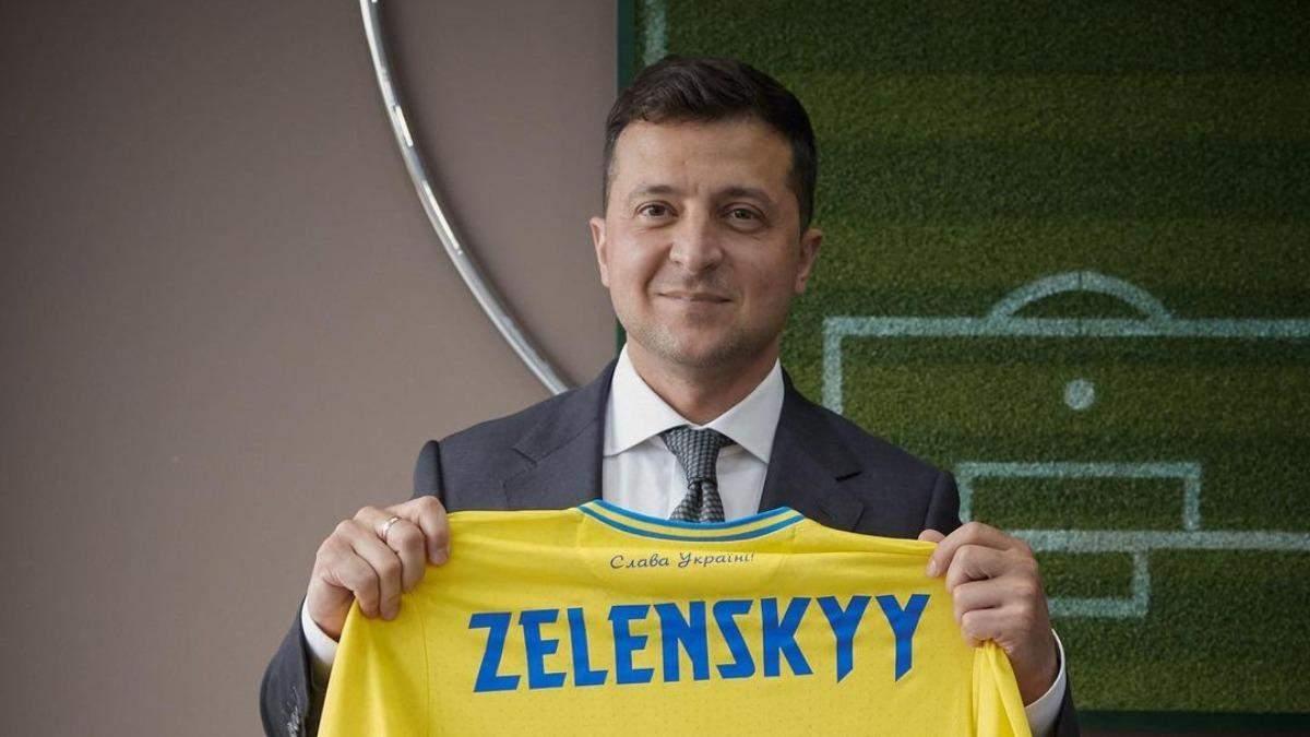 Особлива, – Зеленський отримав екземпляр нової форми збірної України