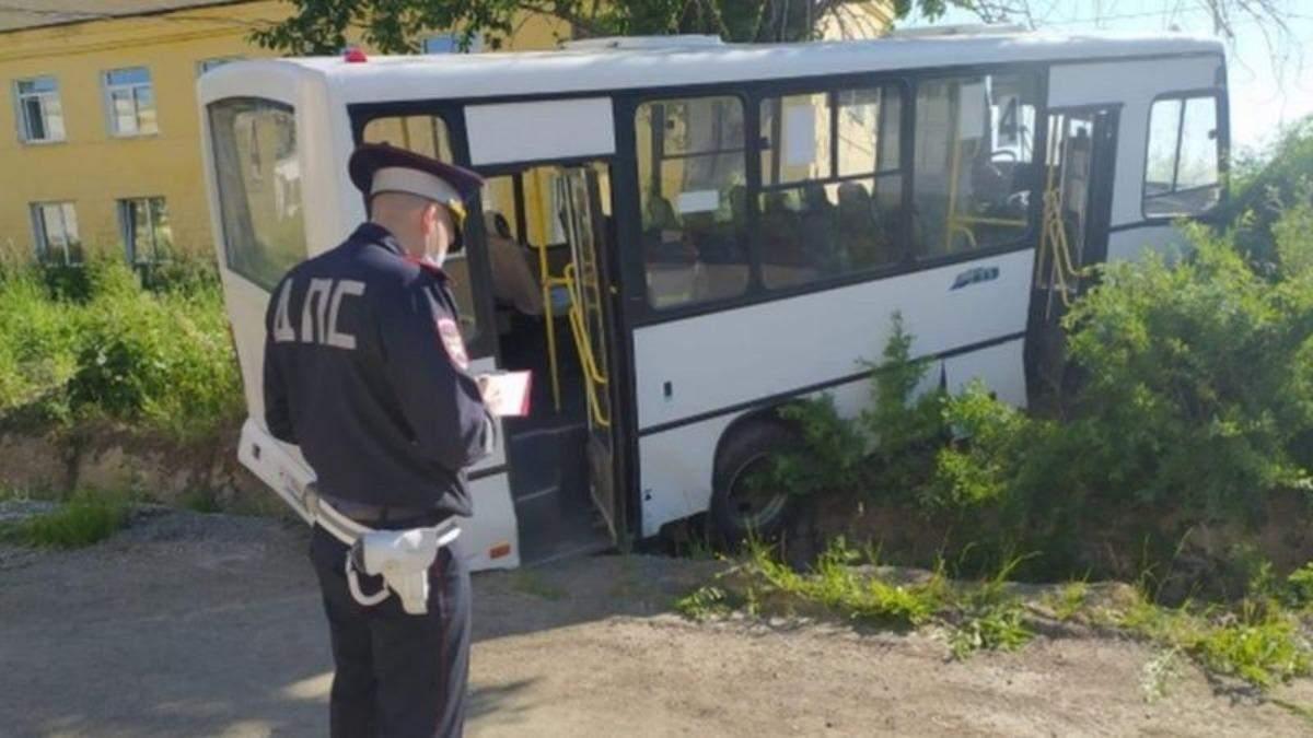 Отказали тормоза: в России автобус врезался в остановку - много погибших