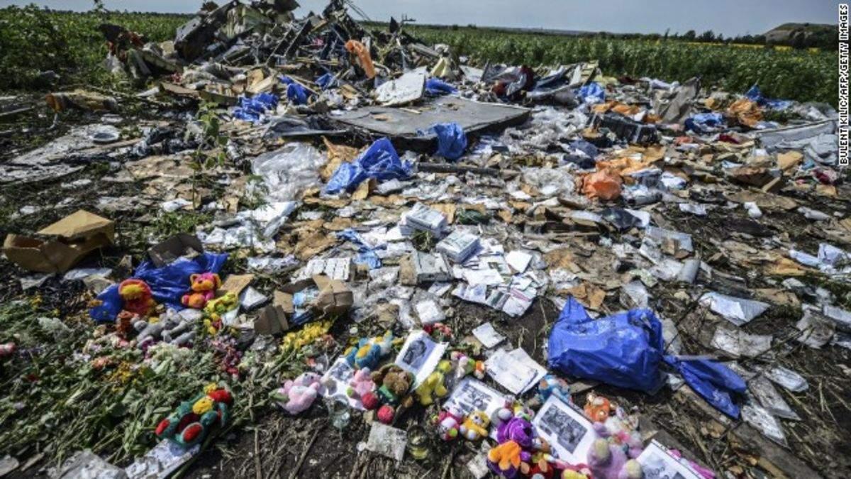Катастрофа MH17 на Донбасі: зашморг Гааги змикається на терористах