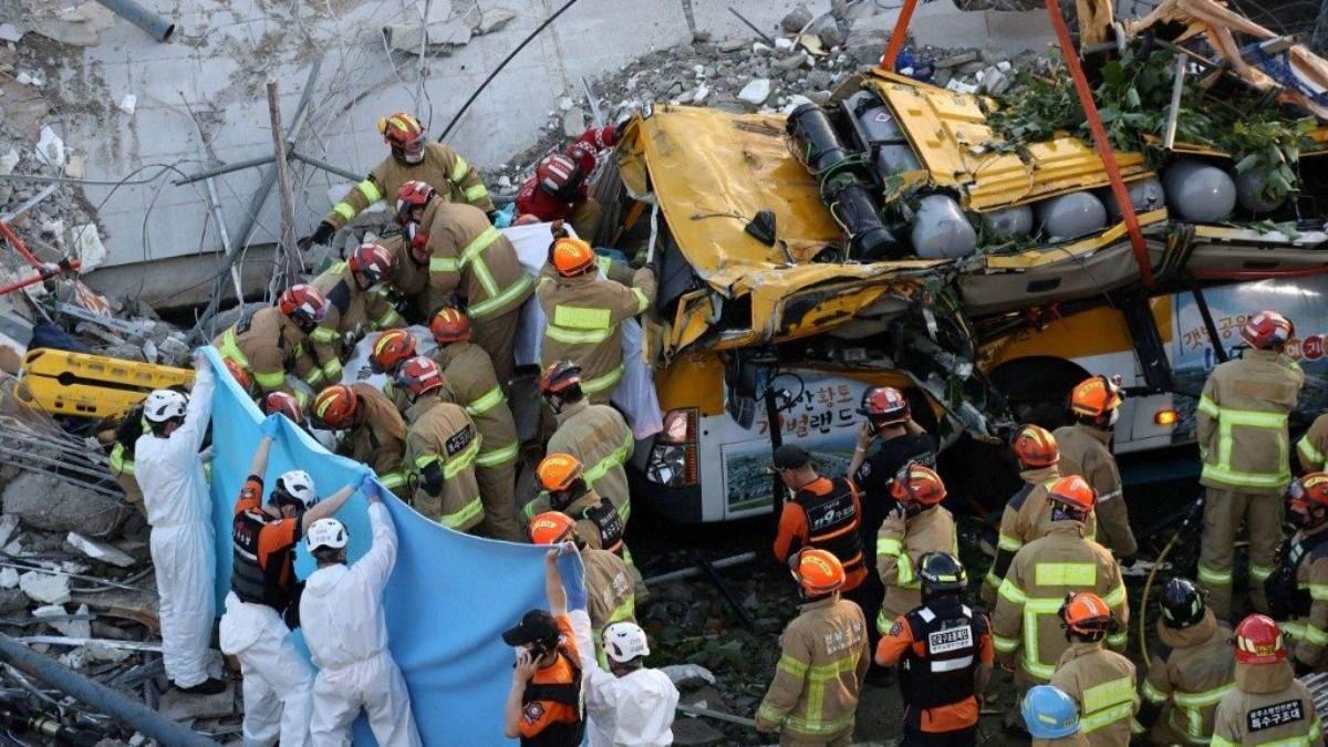 У Південній Кореї будинок обвалився на автобус: загинули 9 людей