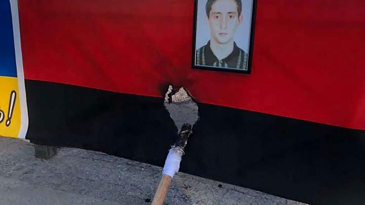 В Одессе повредили мемориал погибшим патриотам: подожгли флаг