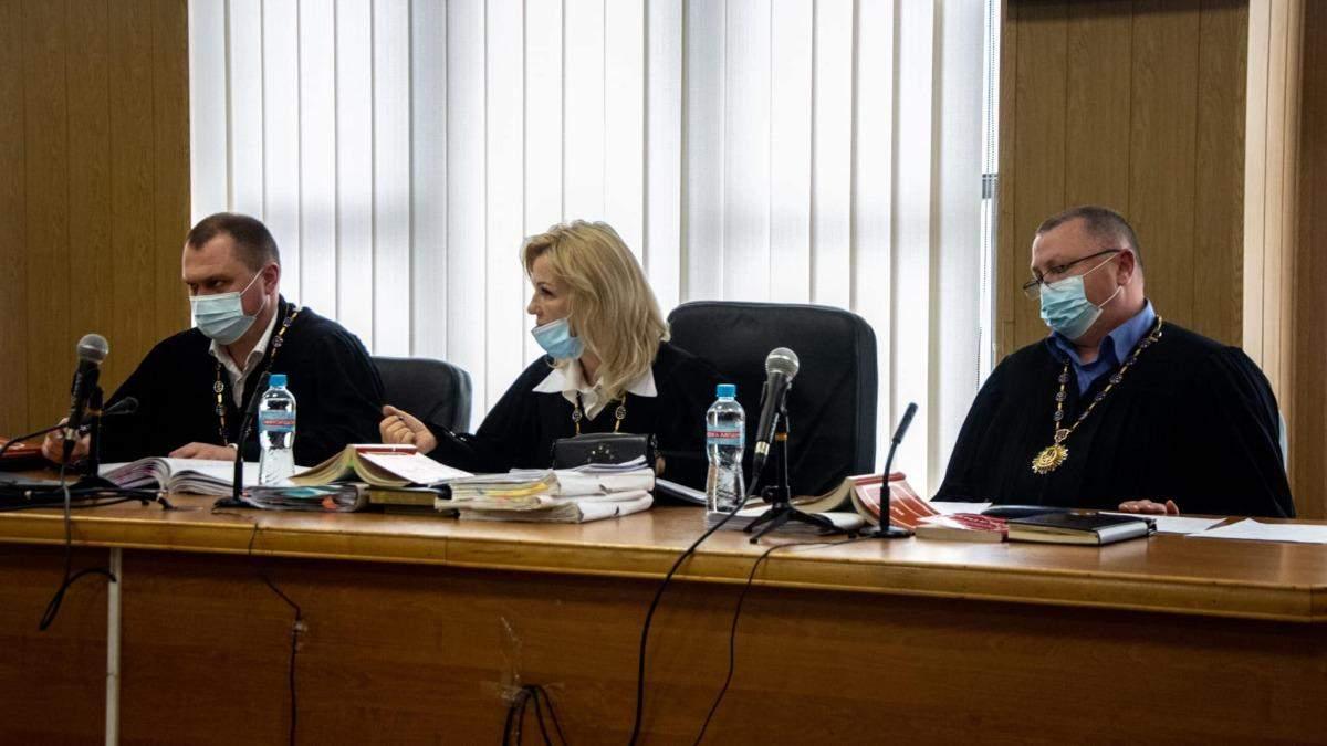 Суддів Стерненка у справі про 1 патрон таки звільнили