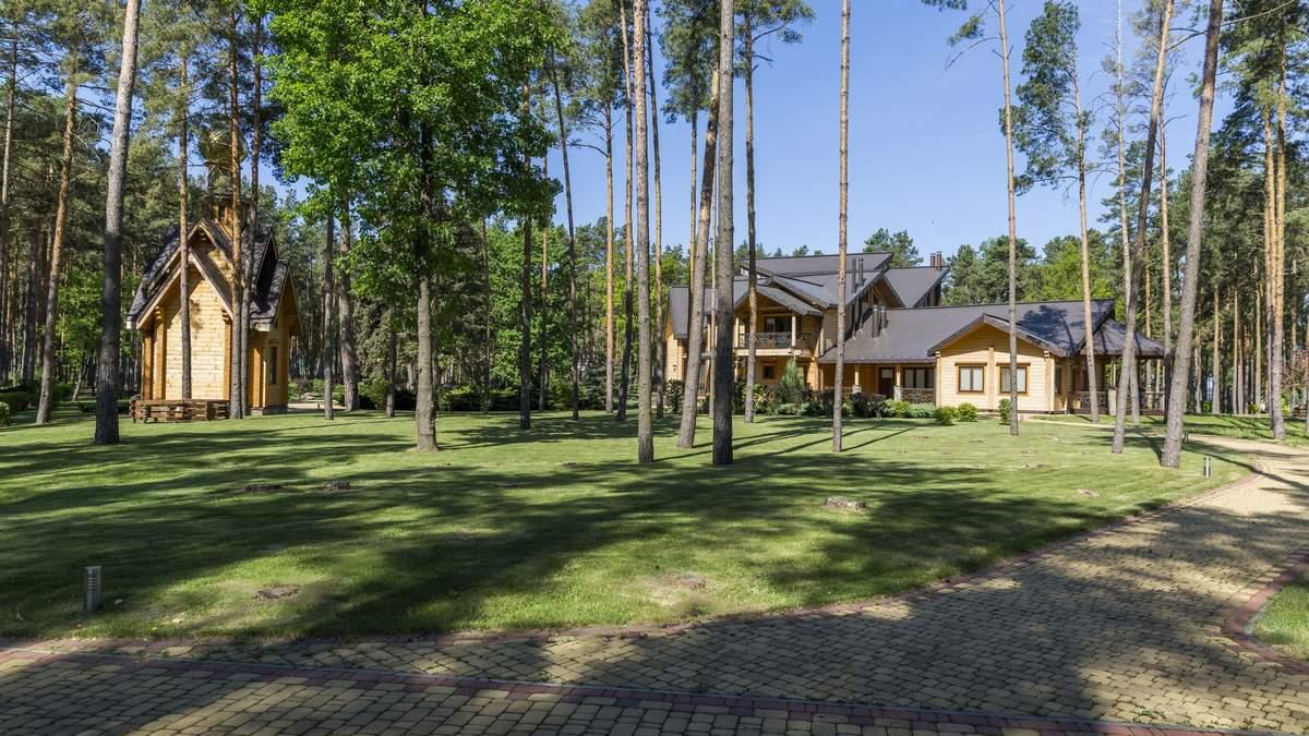 Резиденцію Януковича Сухолуччя передали українській мережі 7 днів