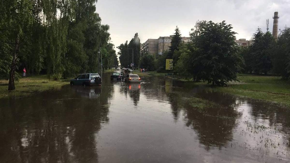 У Полтаві через зливи затопило вулиці міста