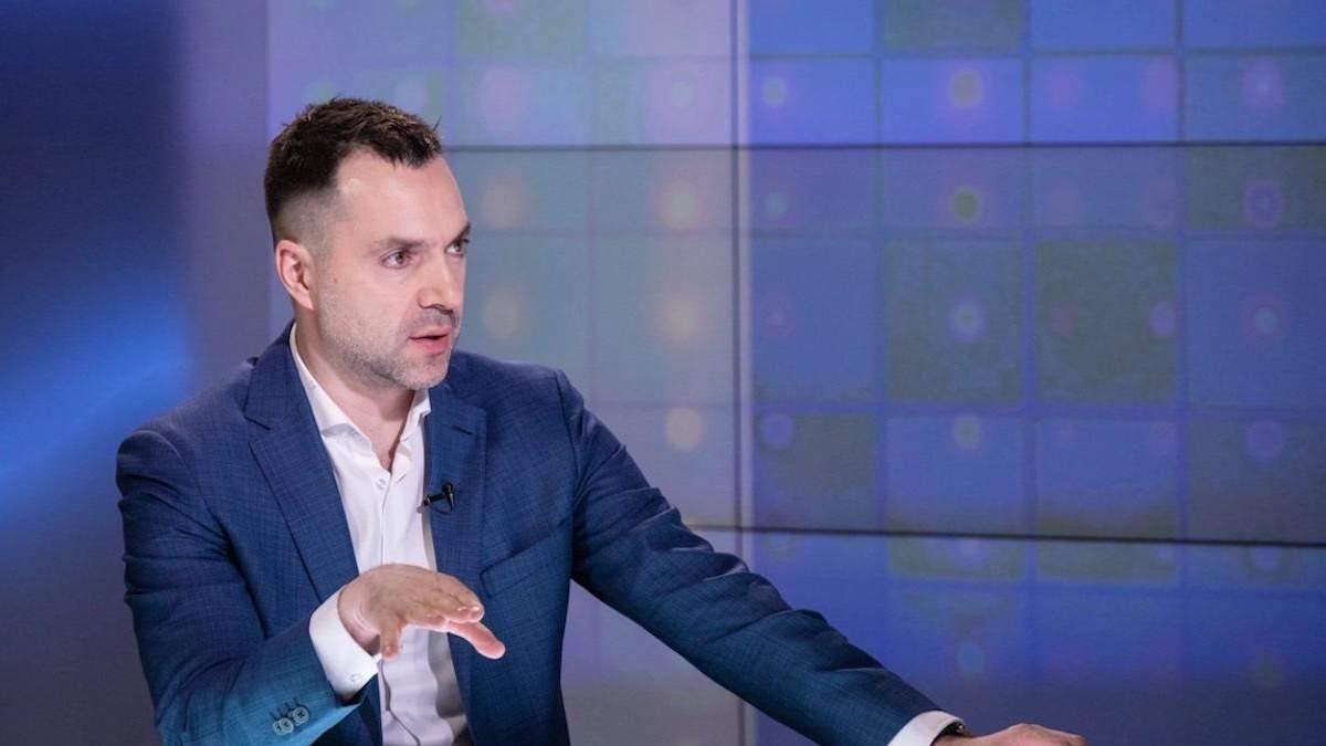 Росія дає список для обміну із людьми, яких не існує, –Арестович