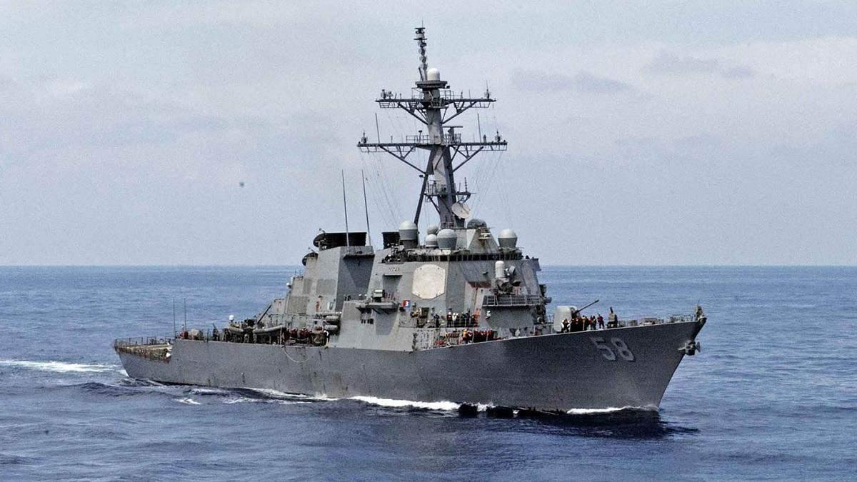 Американский эсминец USS Laboon направляется к Черному морю