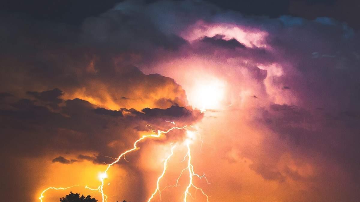 В Україні оголосили штормове попередження на всі вихідні