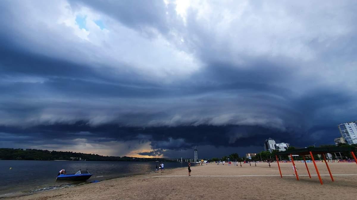 Апокаліпсис у Запоріжжі: фото та відео страхітливого природного явища
