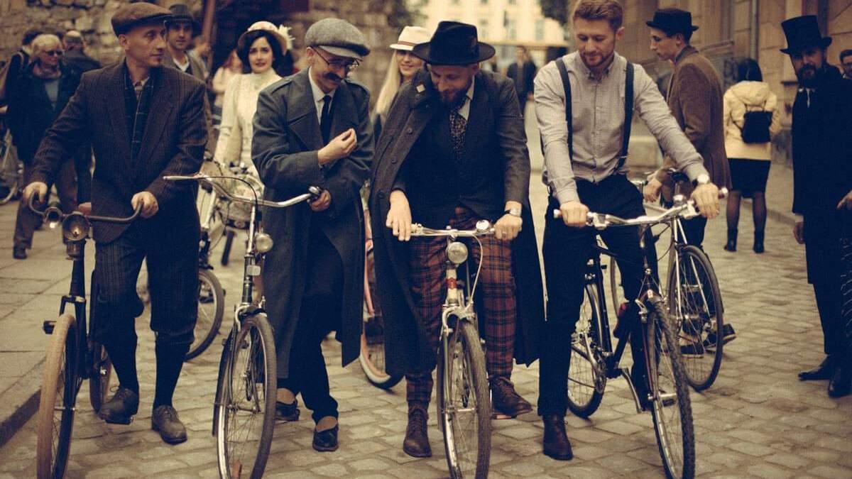 Батяры на велосипедах: во Львове прошел ретро-велопробег - фото
