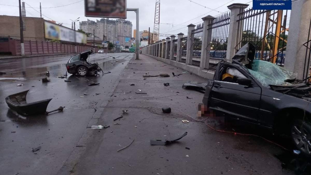 Жуткая ДТП в Одессе: машину разорвало пополам, есть погибшие