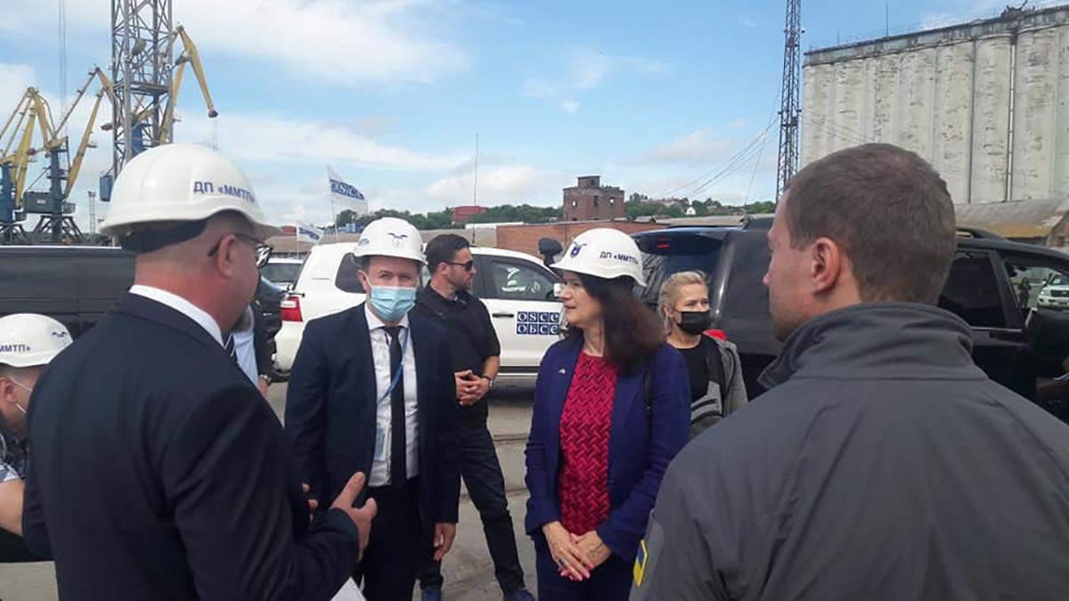 Оценивает безопасность в Азовском море: глава ОБСЕ прибыла в Мариуполь