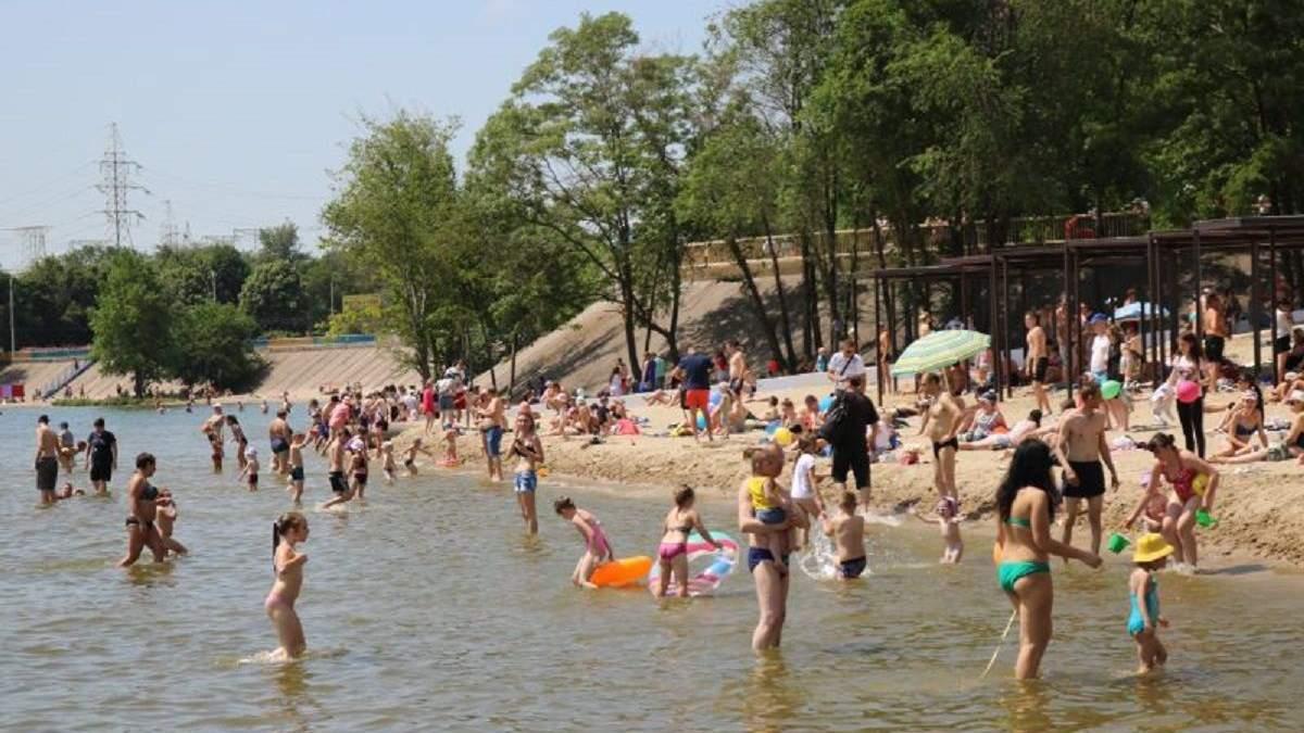 На пляже в Запорожье утонул подросток: очевидцы отказались помочь