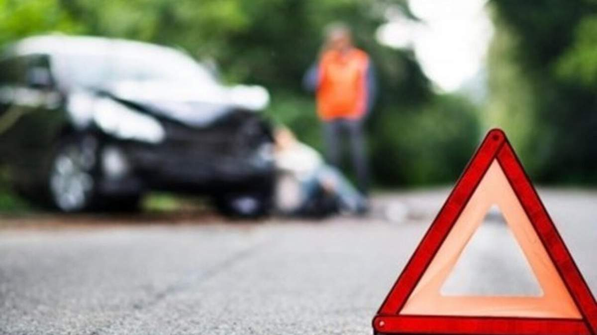 Загинув на місці аварії: у Львові на пішохідному переході Mercedes збив чоловіка