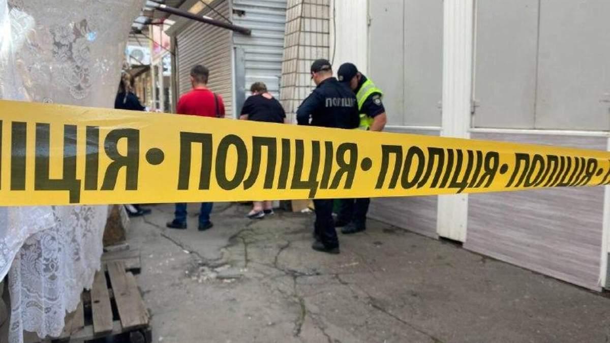 У Маріуполі на ринку чоловіка вбили пінцетом: фото