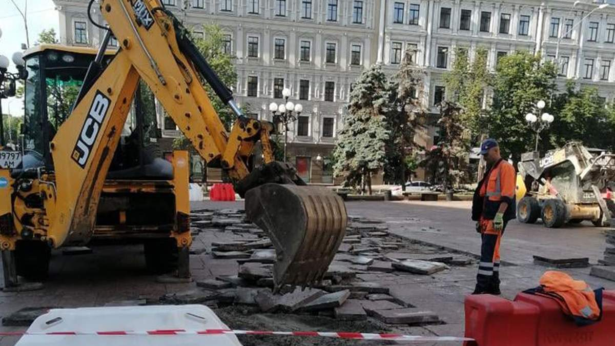 В Киеве обновляют театральную площадь: это помощь от президента