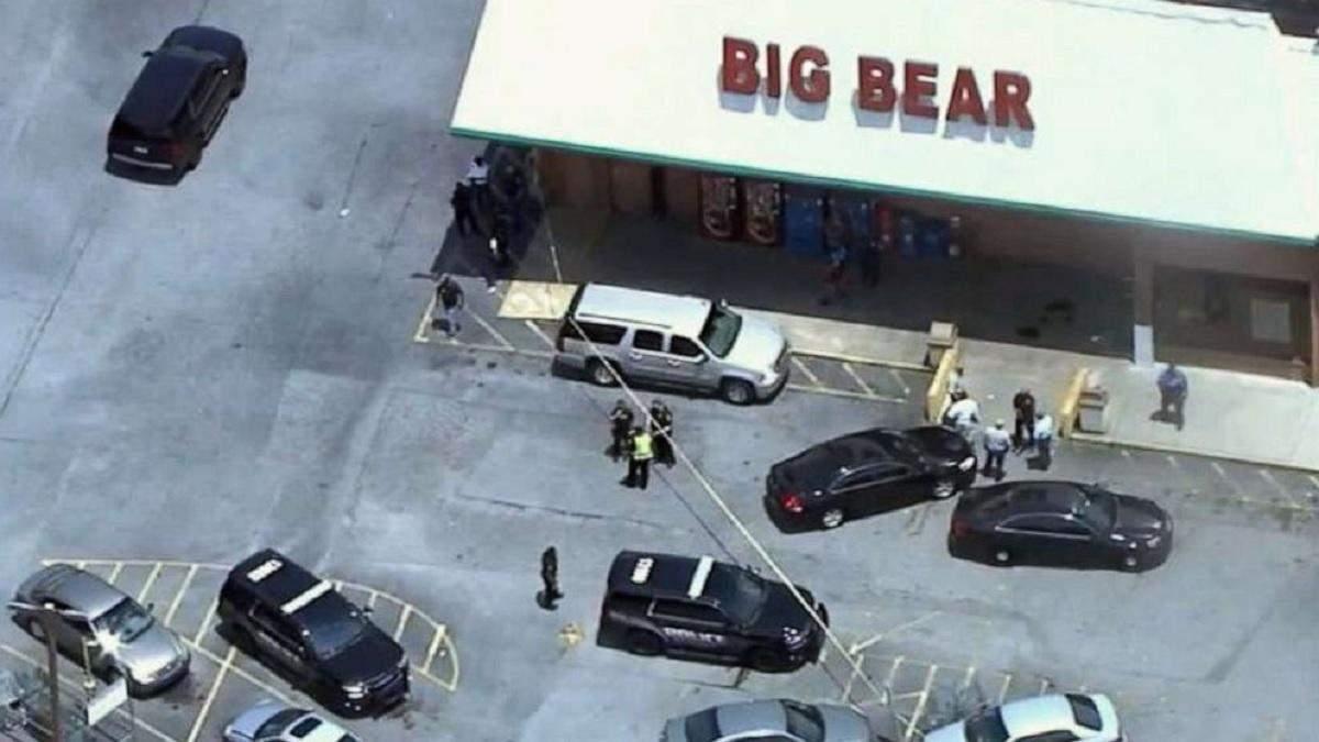 Из-за маски: в США клиент супермаркета выстрелил в кассиршу