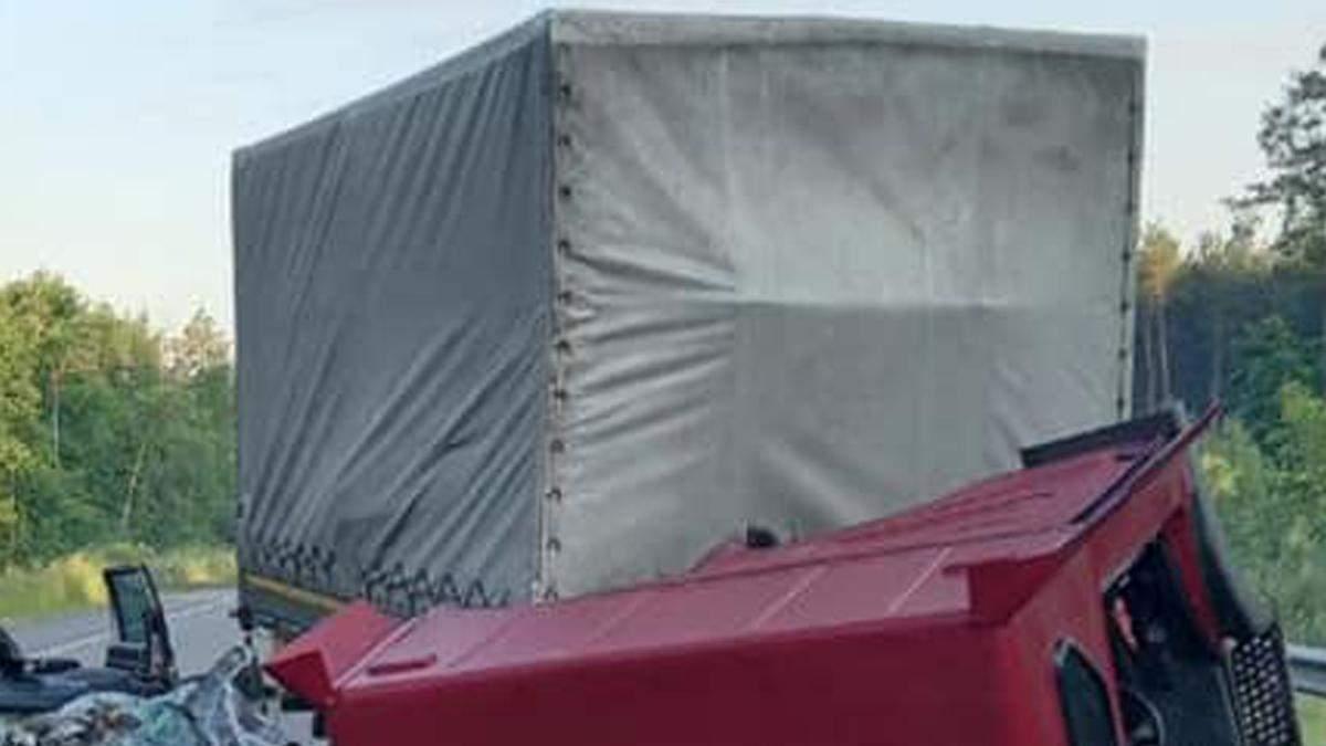 Смертельное ДТП в Киевской области: столкнулись грузовик с легковиком