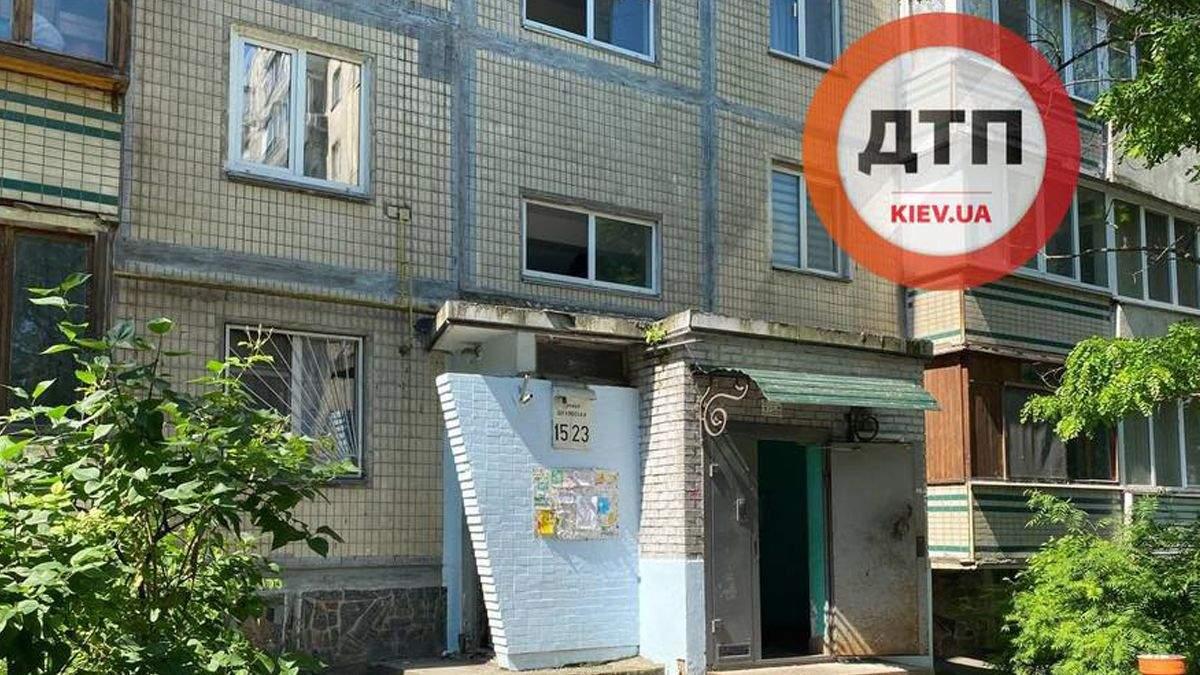 В Киеве в мусоросборнике нашли труп в ковре: тело лежало там 5 дней