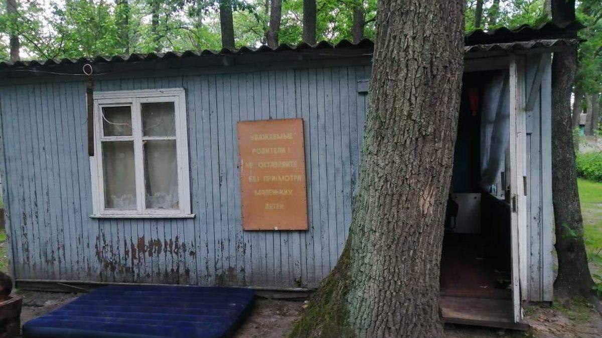 Под Киевом дети упали в яму уличного туалета, погибла девочка
