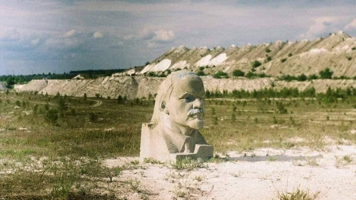 У кар'єрі на Луганщині демонтували величезний бюст Леніна: фото