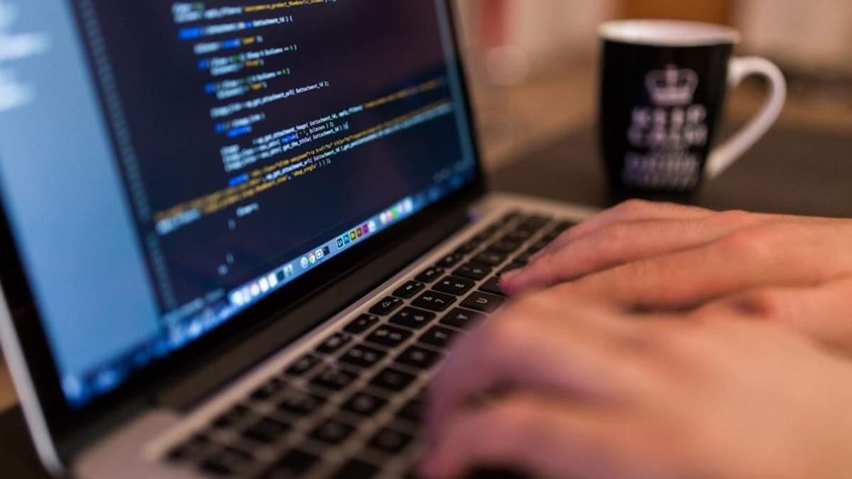 На Польщу здійснили безпрецедентну кібератаку: скликають Сейм