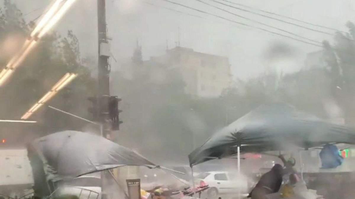 Апокаліптична негода: Одеса потерпає від зливи – відео