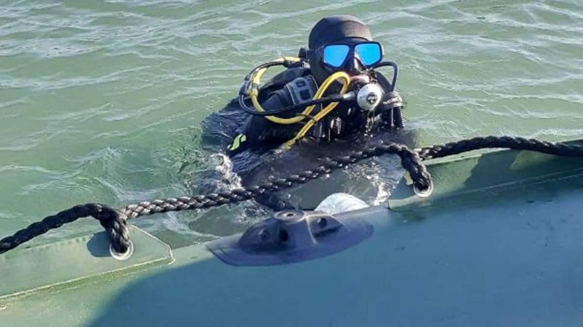 На Одещині знайшли затонуле судно зі снарядами: фото