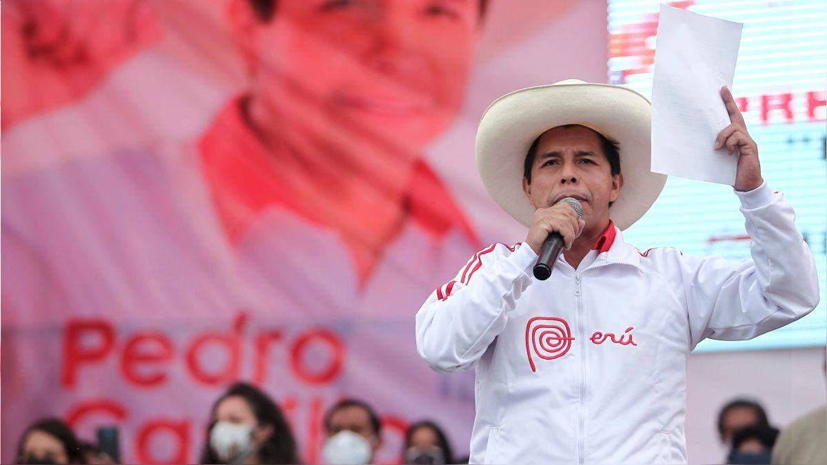 Немов у Слузі народу: в Перу президентом став шкільний учитель