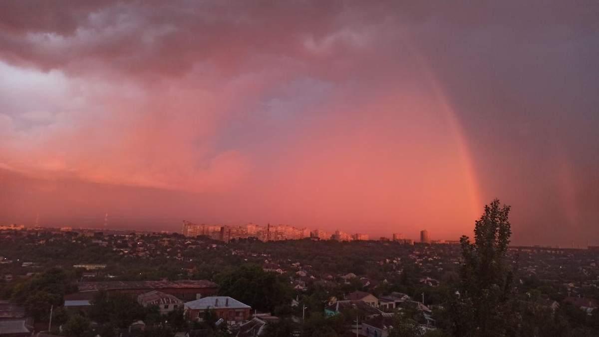 Захід сонця у Дніпрі викликав захват у мережі: фото, відео