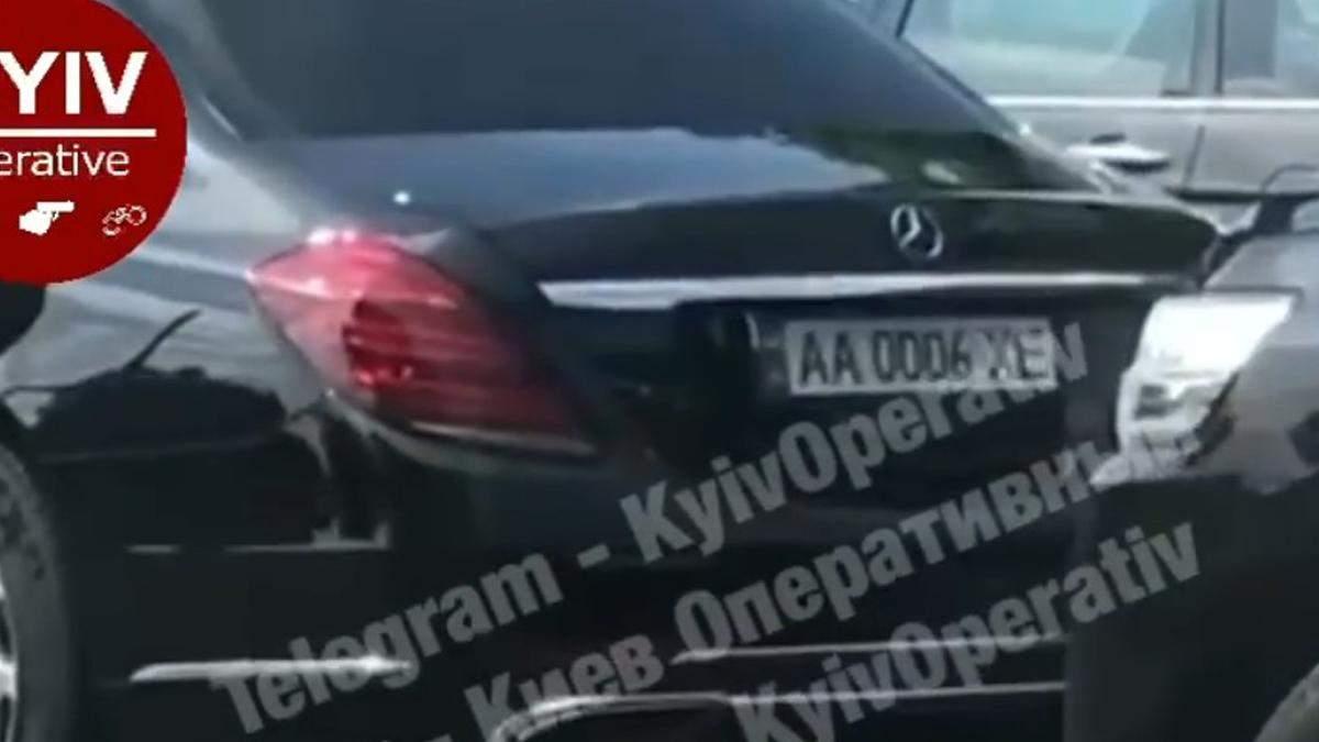 В Киеве патрульные остановили кортеж Суркиса, - видео