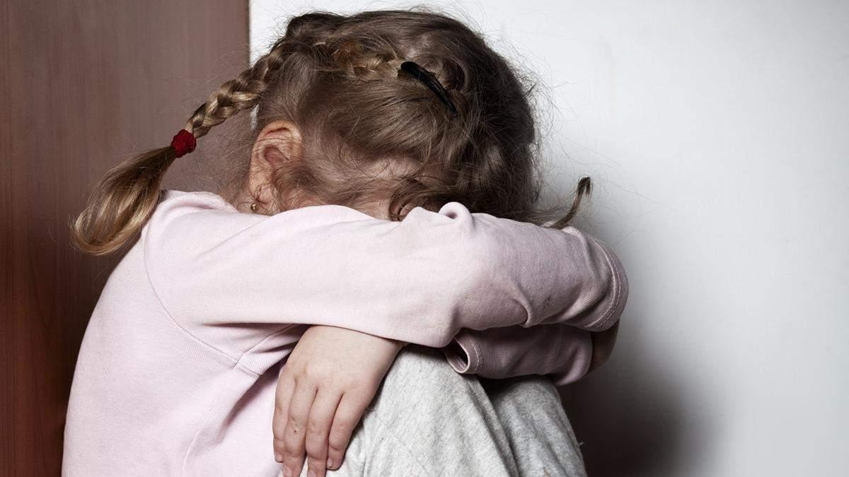 У Харкові матір знущалася з доньки: дитині не допомогли – відео