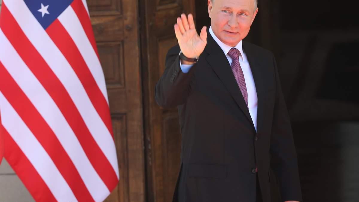 Путін заявив, що веде військові навчання лише у Росії, а США під боком