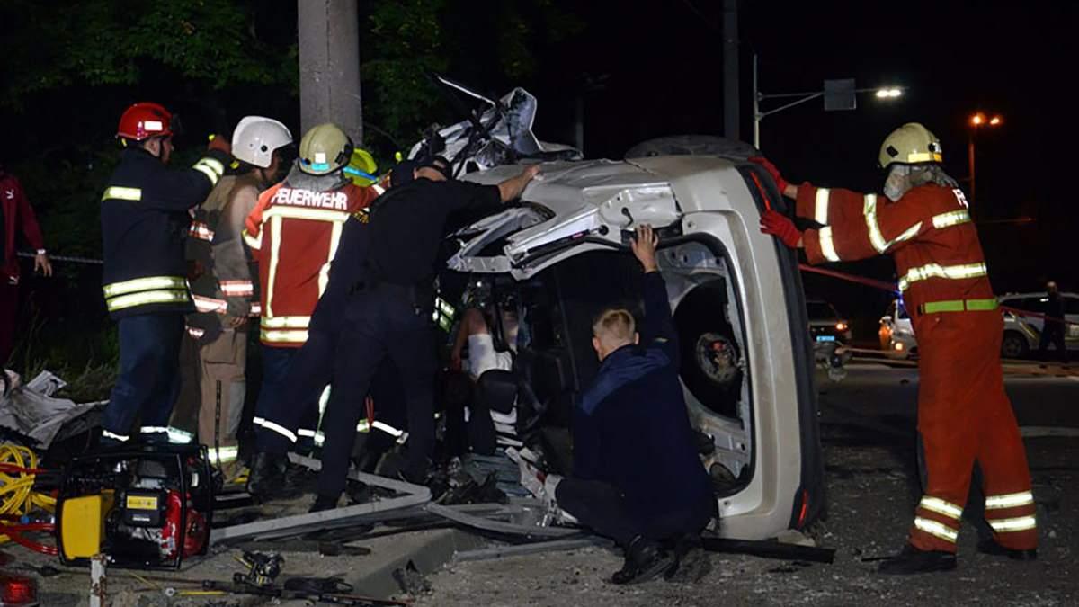 Врезался в столб: в Днепре произошла авария с пострадавшими