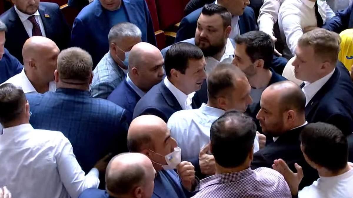 В Раде произошла потасовка: дрались слуги народа и ОПЗЖ: видео
