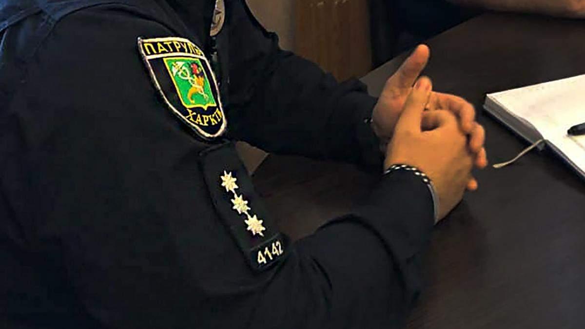 В Харькове полицейский делал закладки с наркотиками: видео