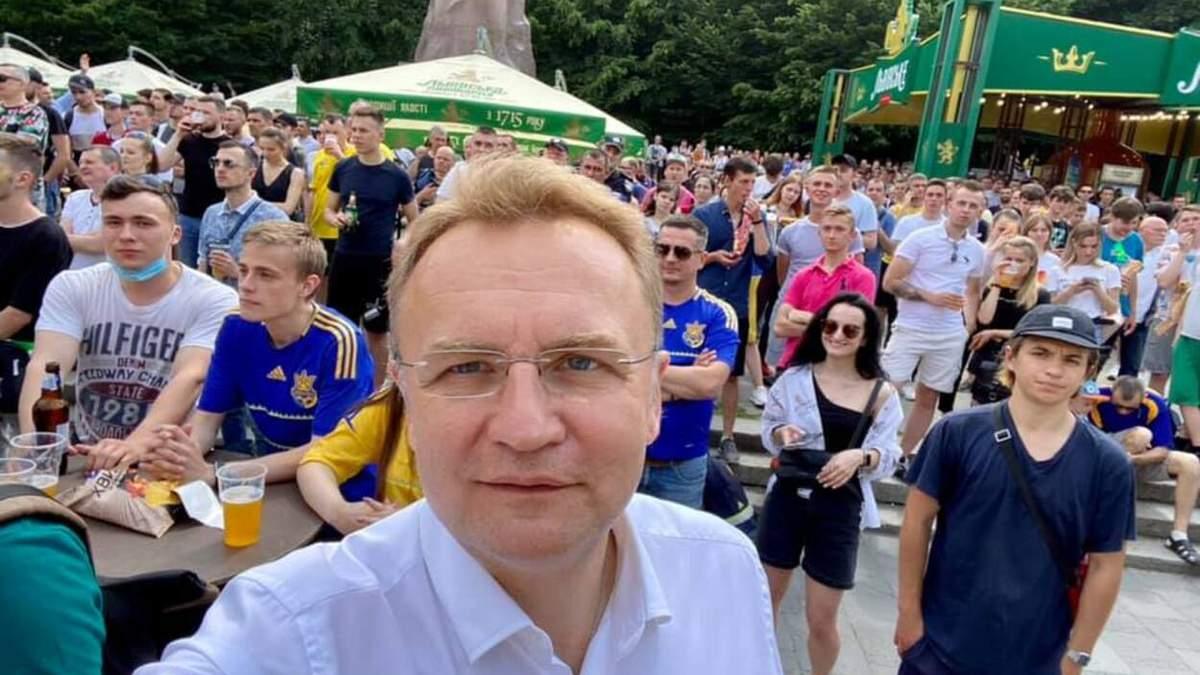 Садовий разом із львів'янами вболіває за збірну України на Євро-2020
